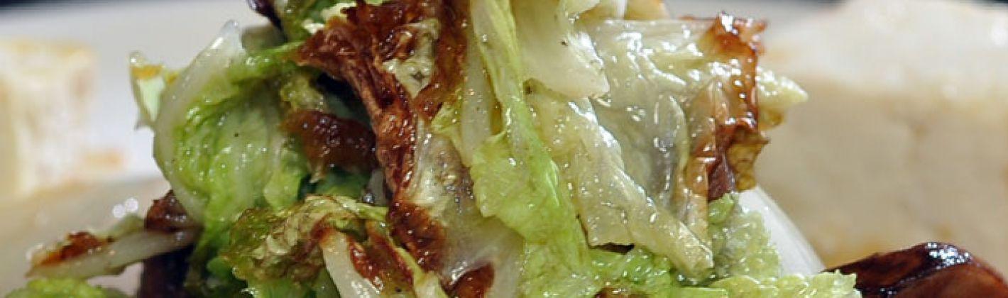 Ricetta insalata di cavolo e tofu speziato con salsa di arachidi ...