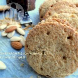 Biscottoni integrali con mandorle panela e mirtilli rossi