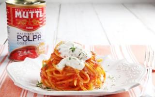 Ricetta spaghetti alla chitarra pomodoro e stracciatella
