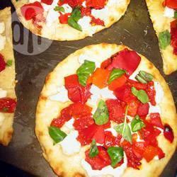 Pizzette veloci con caprino e peperoni