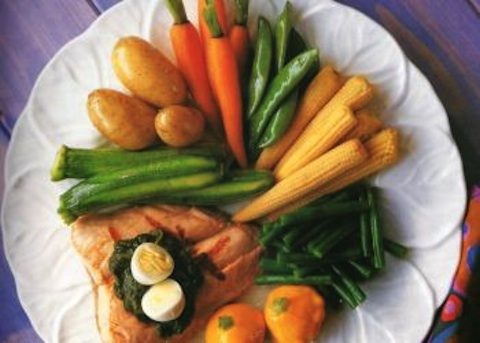 Salmone alla griglia con insalata