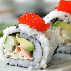 California roll (rotolini di sushi con granchio e avocado)