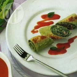 Rotolini di lasagne verdi in salsa al peperone