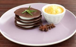 Ricetta millefoglie al cioccolato con crema di ricotta e sorbetto ai cachi
