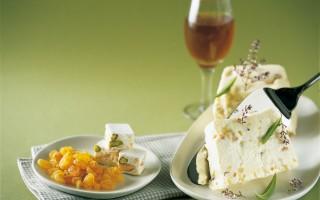 Ricetta gelato al torrone con uvette e vino