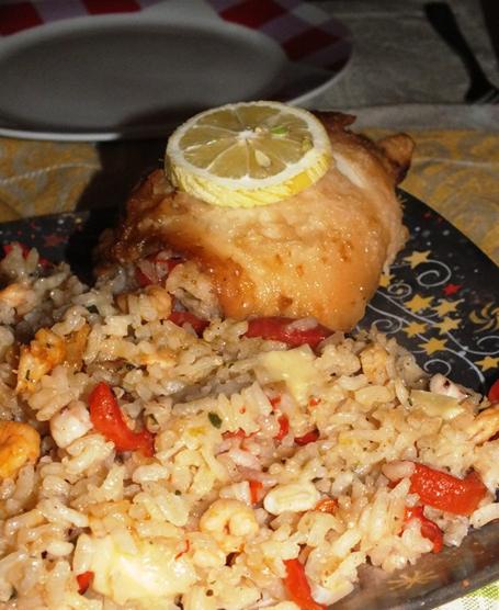 Cascata di riso con gamberi, peperoni, tocchetti di grana e totano fritto