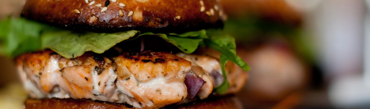 Ricetta hamburger di salmone ai capperi