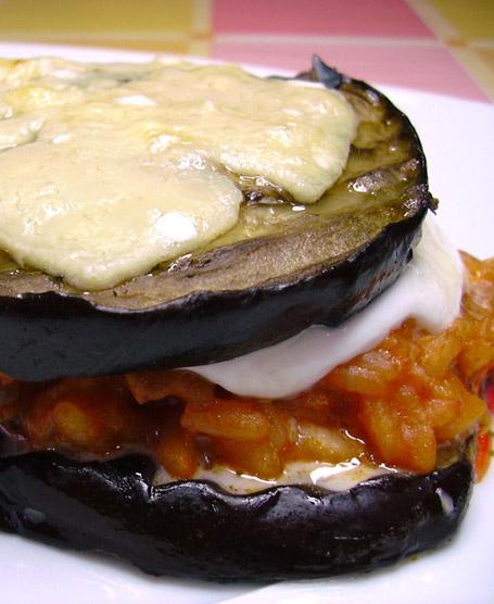 Risotto alla parmigiana con salsiccia e melanzane grigliate