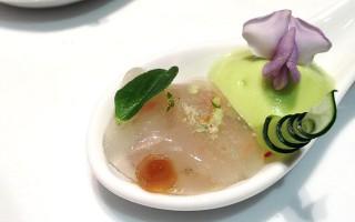 Ricetta ravioli di cetrioli ripieni di gamberi con spuma di avocado ...