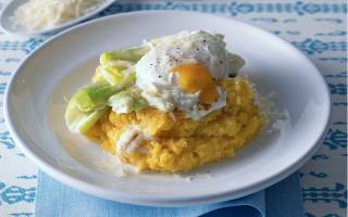 Ricetta polenta con porri gratinati e uova in camicia