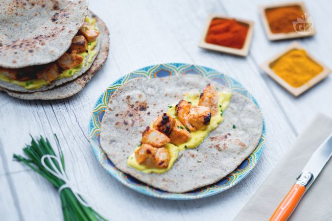 Ricetta pollo tandoori con chapati e salsa alla curcuma
