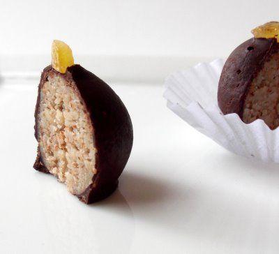 Ricetta palline di marzapane e cioccolato ripiene di noci