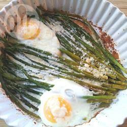 Asparagi con le uova al forno