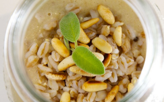 Ricetta zuppa di farro, porcini e pinoli nel barattolo