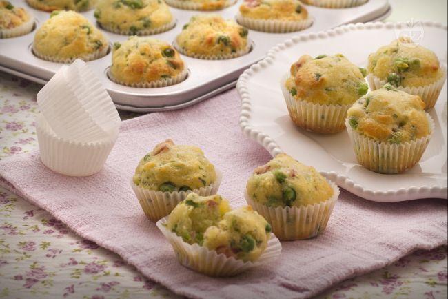 Ricetta muffin salati con piselli e prosciutto