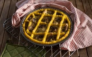 Ricetta crostata di polenta con porri e champignon