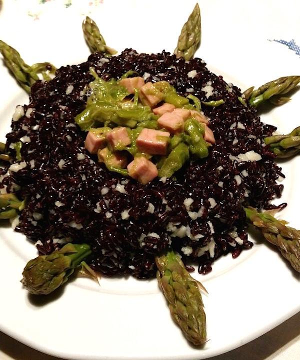 Corona di riso venere con prosciutto e asparagi con bimby