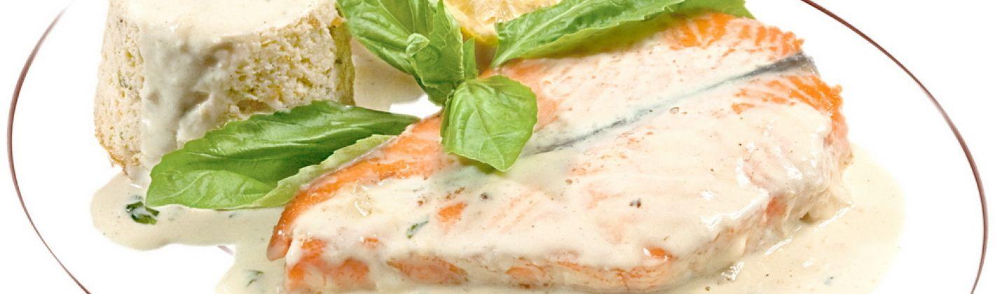Ricetta salmone con panna, basilico e paprika