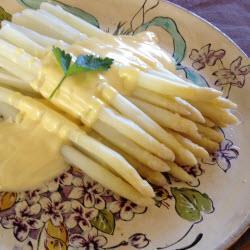 Come cuocere gli asparagi bianchi