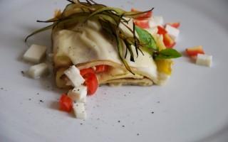 Ricetta rotolo di crespella con mozzarella, pomodoro e melanzana ...