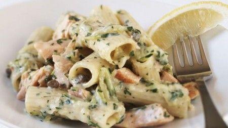Ricetta pasta fredda con zucchine, salmone e yogurt