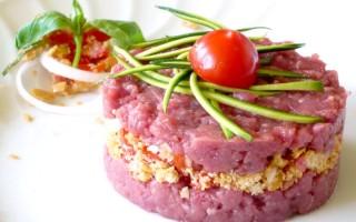 Ricetta sandwich di cavallo con panzanella di cipolla di tropea e ...