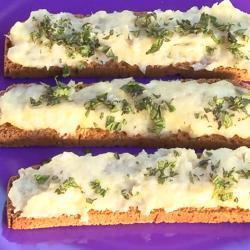 Brandada de bacalao (crostini con crema di baccalà e patate)
