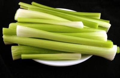 Ricetta insalata di pollo con cetriolo e sedano