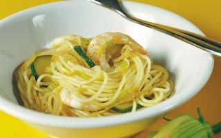 Ricetta spaghetti con gamberetti e fiori di zucca