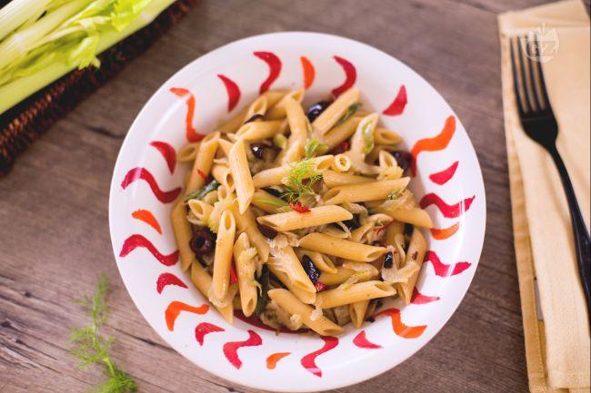 Ricetta pasta con sedano, finocchi e olive taggiasche
