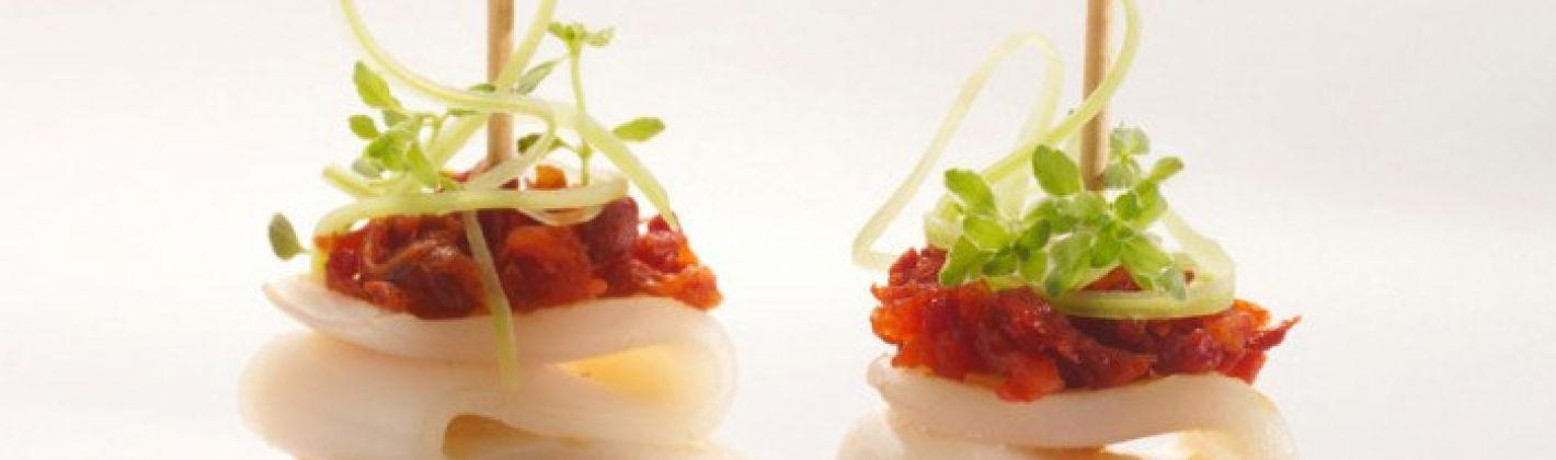 Ricetta crostini di calamari e pomodorini