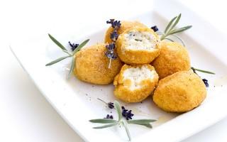 Ricetta boule di mais al formaggio con lavanda e miele