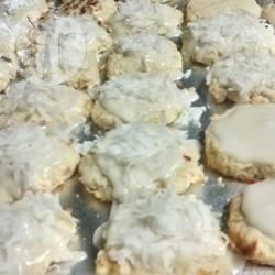 Biscotti alle noci pecan ricoperti al cocco