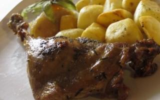 Ricetta coscia d'oca confit con patate e composta di mele renette ...