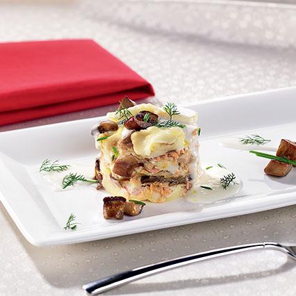Fagottino di lasagne con robiola, salmone e funghi porcini