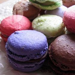 Macarons al cioccolato millecolori