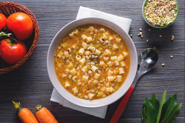 Ricetta minestra di pasta con legumi misti e alloro