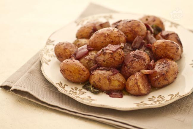 Ricetta patatine novelle al vino rosso