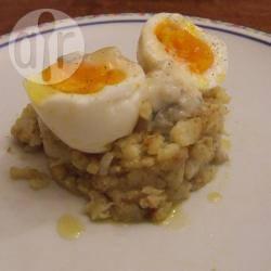 Uova di parisi con crema di gorgonzola e cavolfiore al curry
