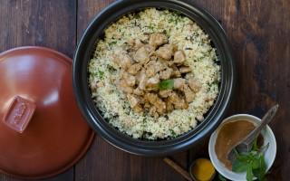 Ricetta tajine di pollo speziato con cous cous ai ceci, uvetta ed erbette