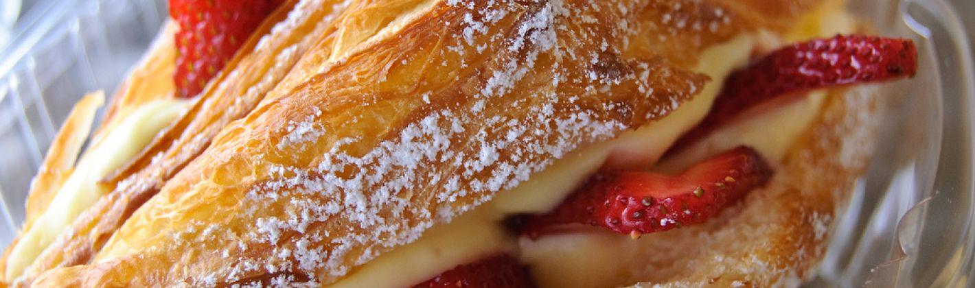 Ricetta croissant con fragole e panna