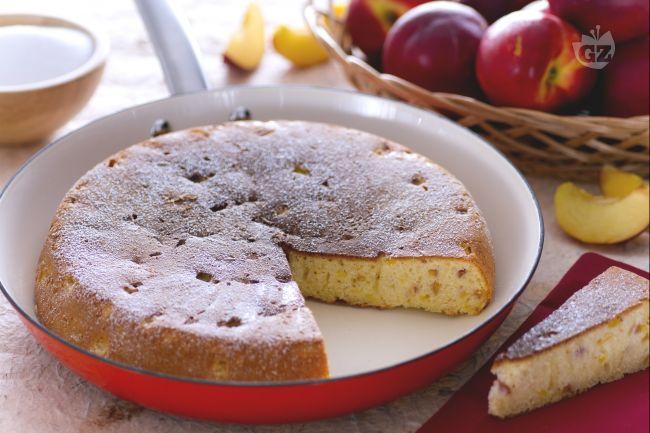 Ricetta torta in padella alle pesche
