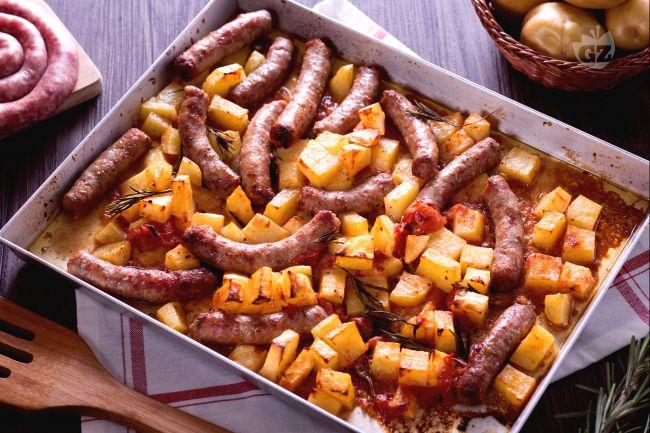 Ricetta salsiccia e patate al forno