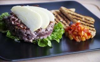 Ricetta hamburger di tonno, chutney di pomodoro e mela allo zenzero