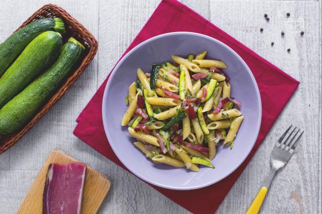 Ricetta pennette con speck e zucchine