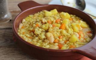 Ricetta zuppa di cannellini, orzo e patate allo zafferano