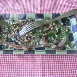 Acciughine in pinzimonio di prezzemolo, aglio e peperoncino