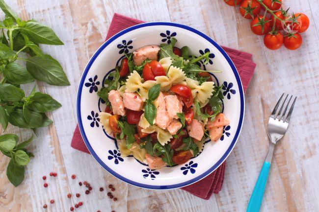 Ricetta farfalle con salmone, rucola e pomodorini