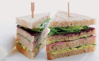 Ricetta sandwich al prosciutto cotto, avocado e tapenade ...
