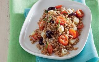Ricetta insalata di farro, pomodori, olive e pecorino